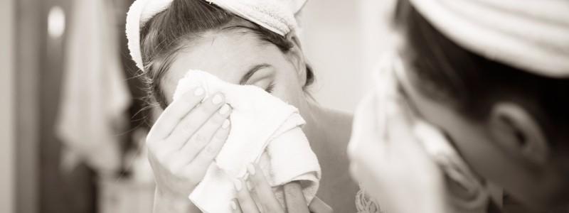 woman-washing-face-silly-season-skin-tips-journ-harley-street-emporium